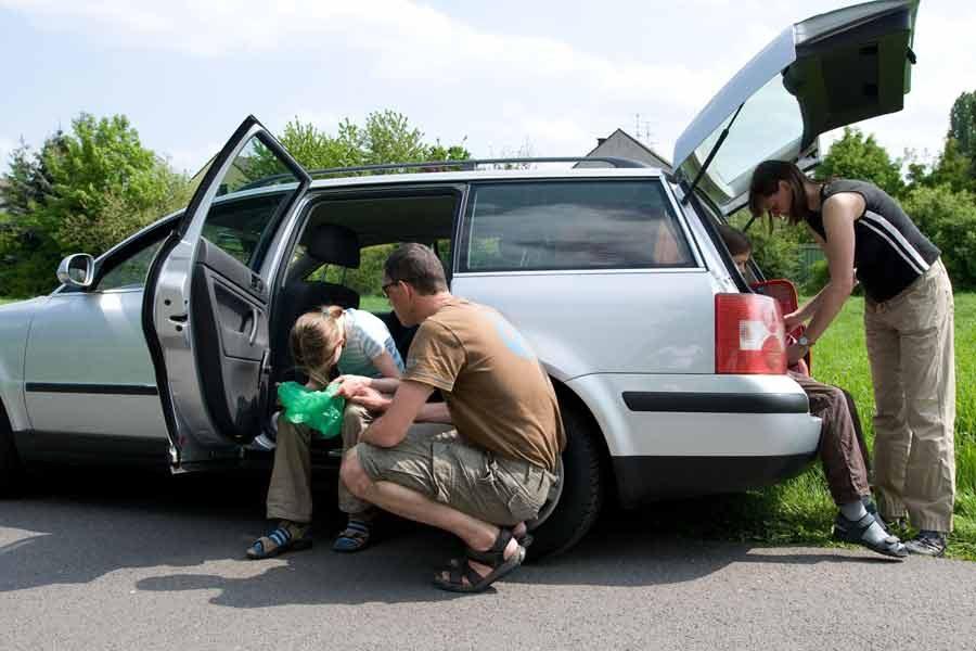 12 consejos rápidos para no marearte en el coche