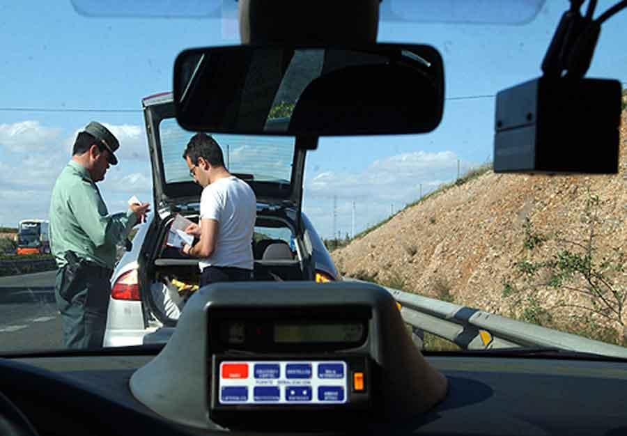 No olvides adecuar la velocidad a la vía para evitar multas.