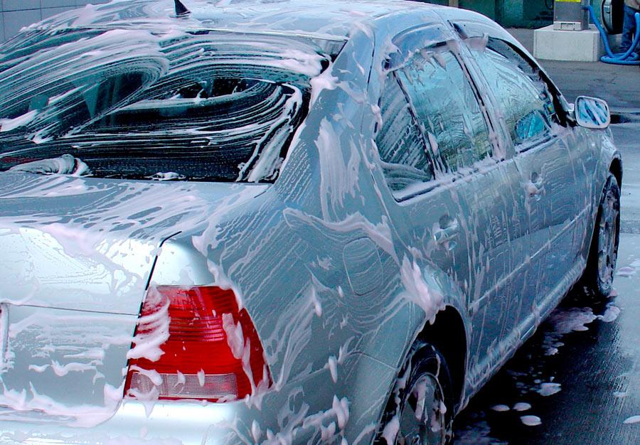 Algunos talleres regalan un lavado al adquirir un cupón para revisar el coche.