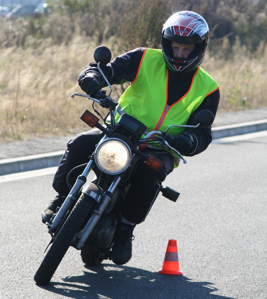 Algunas ofertas para sacarse el carné de moto incluyen descuentos de hasta el 96%.