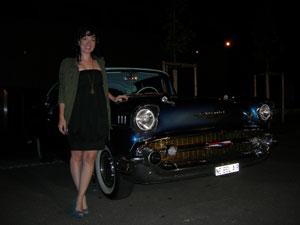 Llegamos a la cena en Chevrolets clásicos tan bien cuidados como éste.