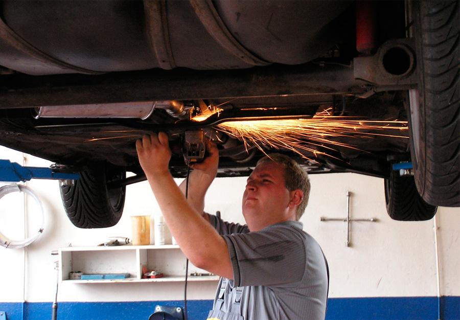 Si quieres mantener tu coche o moto en perfecto estado y evitar –en la medida de lo posible- las averías, REGV recomienda realizar el mantenimiento del vehículo cumpliendo los plazos estipulados por el fabricante.