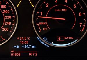 El sistema ECO Pro muestra un fiable económetro con indicador de cambio de marcha.