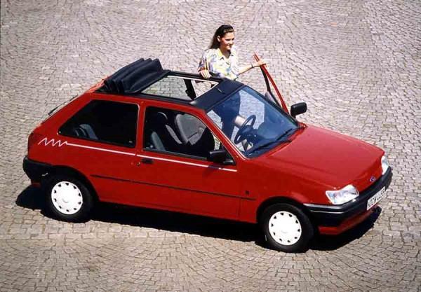 Versión de 1993 con techo practicable de generosas dimensiones.