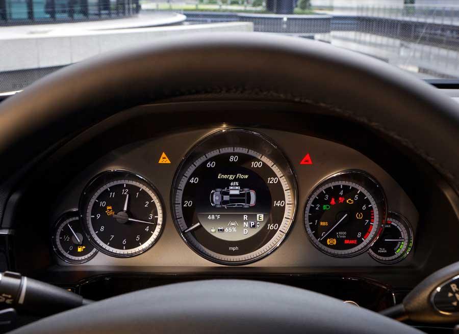 Cuadro de mandos de la versión híbrida del Mercedes Clase E.