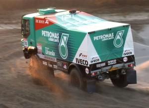 """Pep Vila, un experto """"dakariano"""", se ve ganando etapas con su Iveco."""