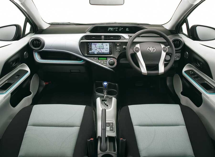 Así es el interior del nuevo híbrido de Toyota, el Aqua.