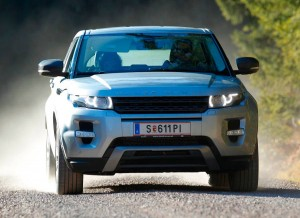 Con la Land Rover Experience tus allegados podrán sentir lo que es conducir fuera de carretera.