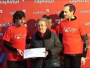 Fernando Alonso corre una carrera solidaria en Oviedo