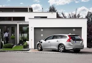 Este nuevo y revolucionario Volvo puede recargarse desde el aparcamiento de casa.
