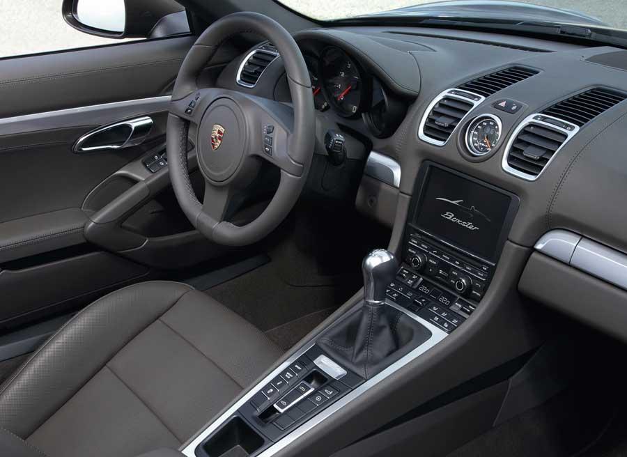 El interior de la nueva generación del Boxster presenta cambios evidentes respecto a la antigua.