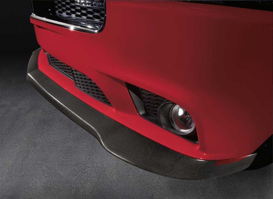 La fibra de carbono ha sido utilizada por los ingenieros de Mopar en diversas partes de la carrocería.