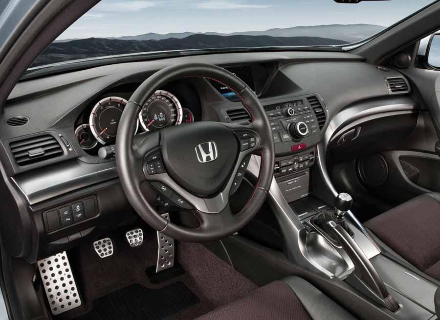 Mejoras en los materiales y algunos cambios estéticos son las variaciones que presenta el interior del Honda Accord.