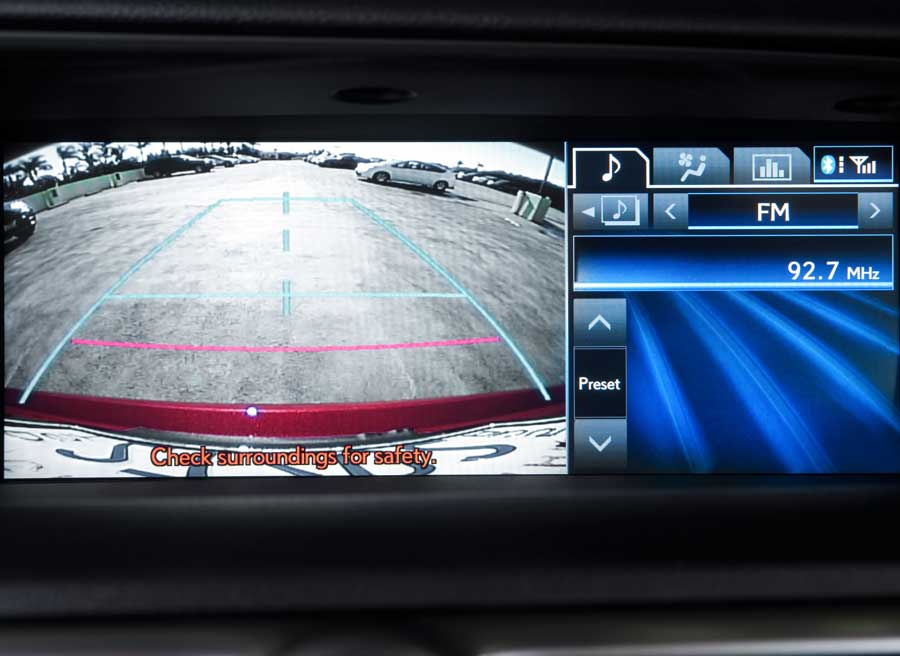 La cámara de visión trasera será uno de los elementos que podremos ver en el display del GS 450h.