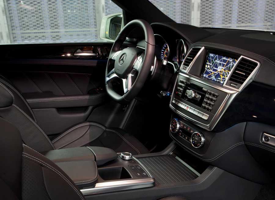 Lujo y deportividad se mezclan a la perfección en el interior del Mercedes ML 63 AMG.