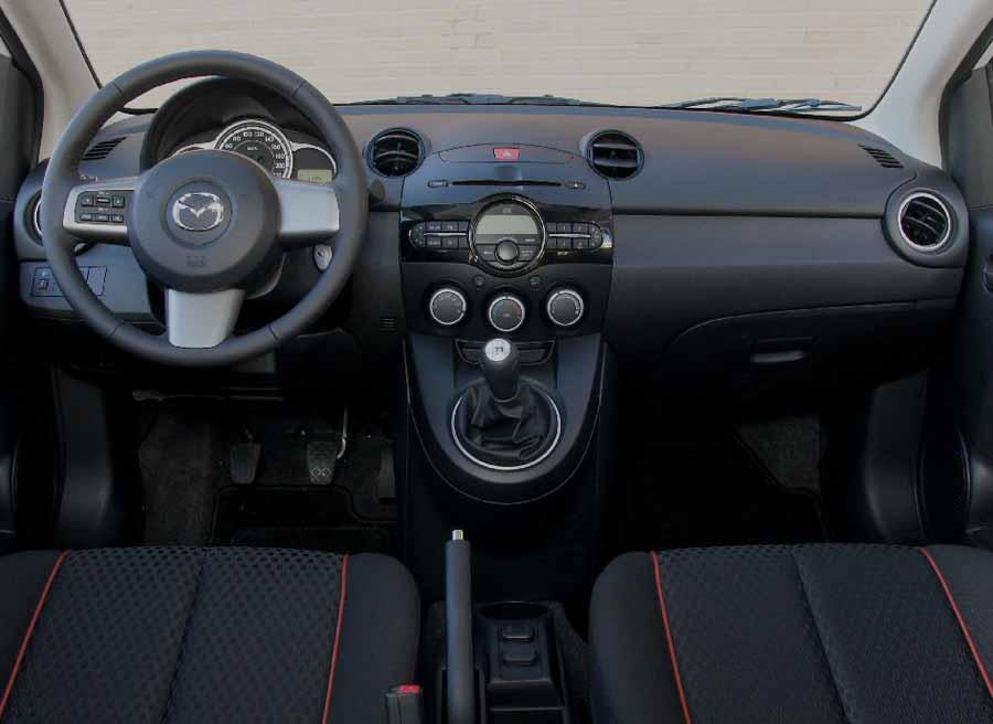 Sobriedad es la palabra que mejor podría definir el interior del Mazda 2.