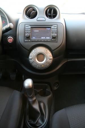 Los botones se agrupan de forma lógica en la consola central. Su manejo es intuitivo y sencillo. Fotos: Raúl de San Antonio.