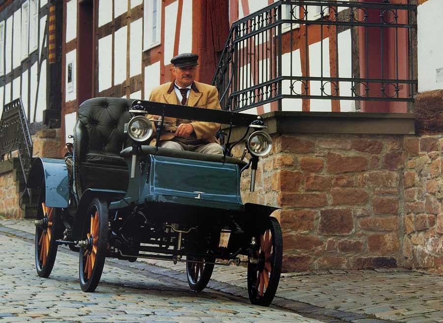 Así era el coche a motor con patente Lutzmann que Opel fabricó en 1902.