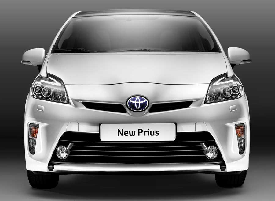 Unas nuevas ópticas y un paragolpes más bajo son las novedades más significativas de la parte delantera del Prius.