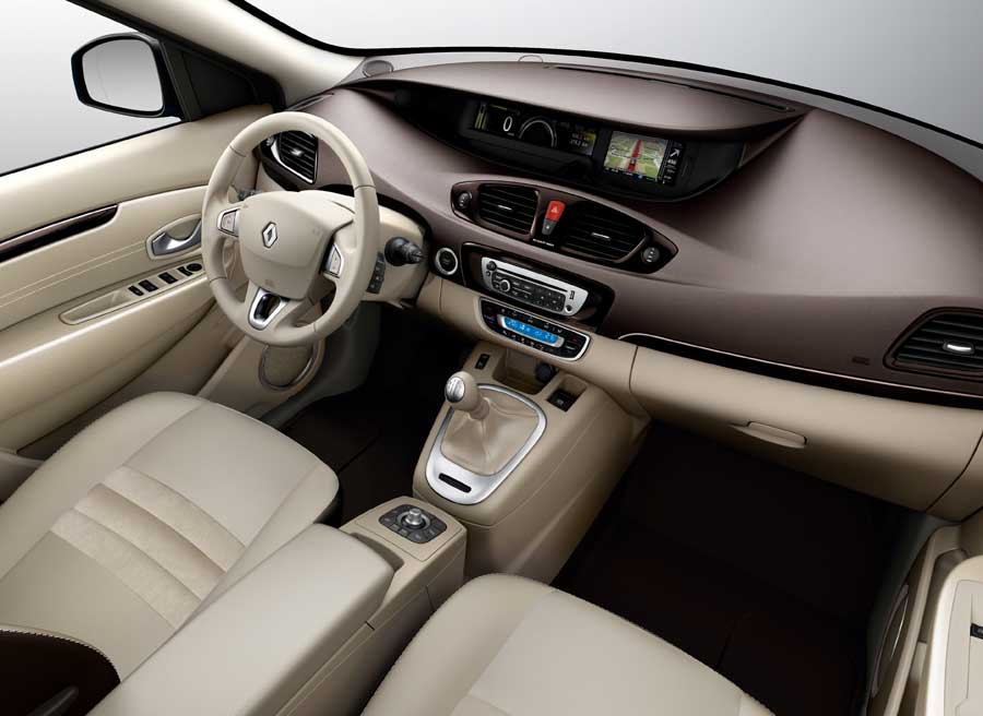 En el interior, Renault ha trabajado en mejorar el equipamiento y la calidad de los materiales.
