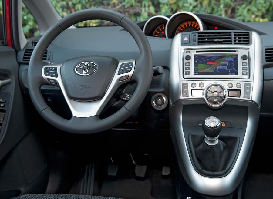 El sistema Toyota Touch protagoniza las novedades en el interior del Verso.