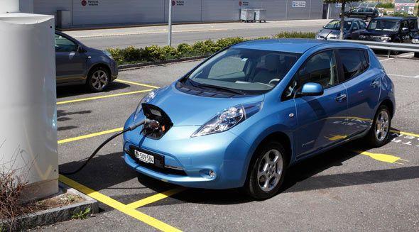 Uno de cada dos conductores llevaría coches eléctricos