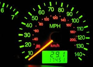 Atento al cuadro de mandos: no siempre tendrás, como aquí, la conversión mph-km/h...