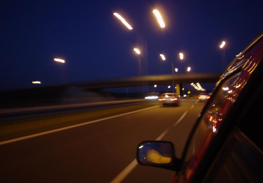 Qué llevar en el coche al viajar de noche