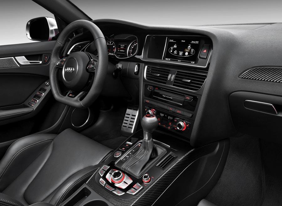 Detalles en fibra de carbono y unos espectaculares asientos deportivos son la seña de identidad del interior del RS4 Avant.