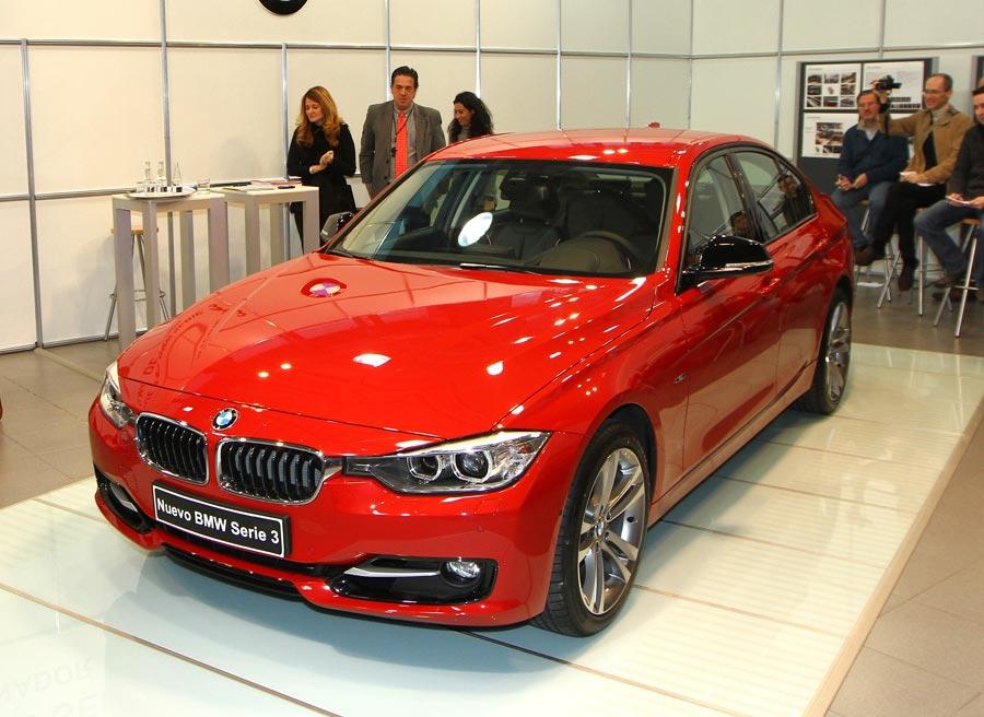 El nuevo BMW Serie 3, justo después de ser desvelado en la sede de BMW en Madrid.
