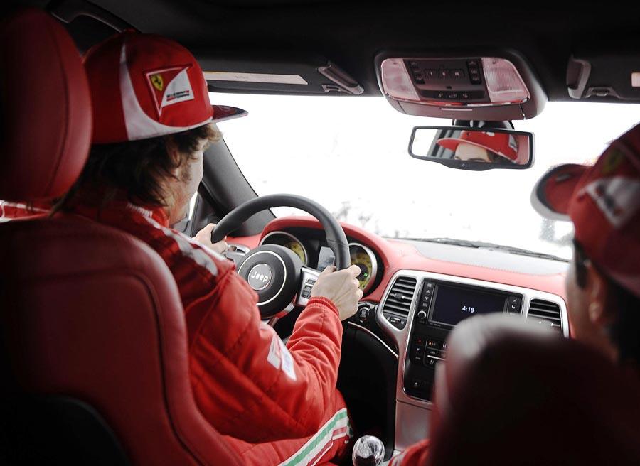 El interior del SRT8 también ha sido transformado por completo con elementos del mundo Ferrari.