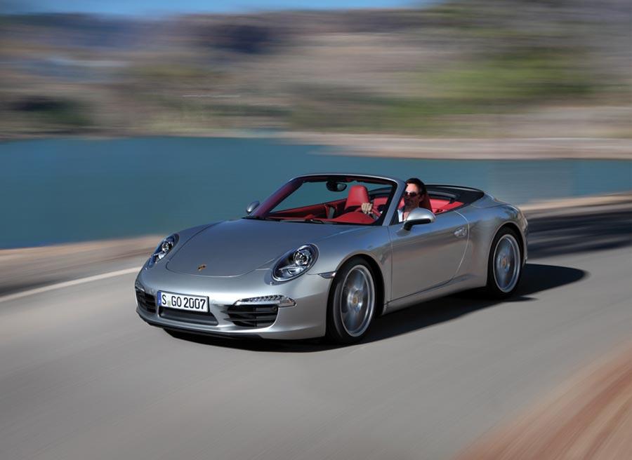 Por primera vez, la silueta del 911 Cabrio con el techo cerrado se corresponde con la del Coupé.