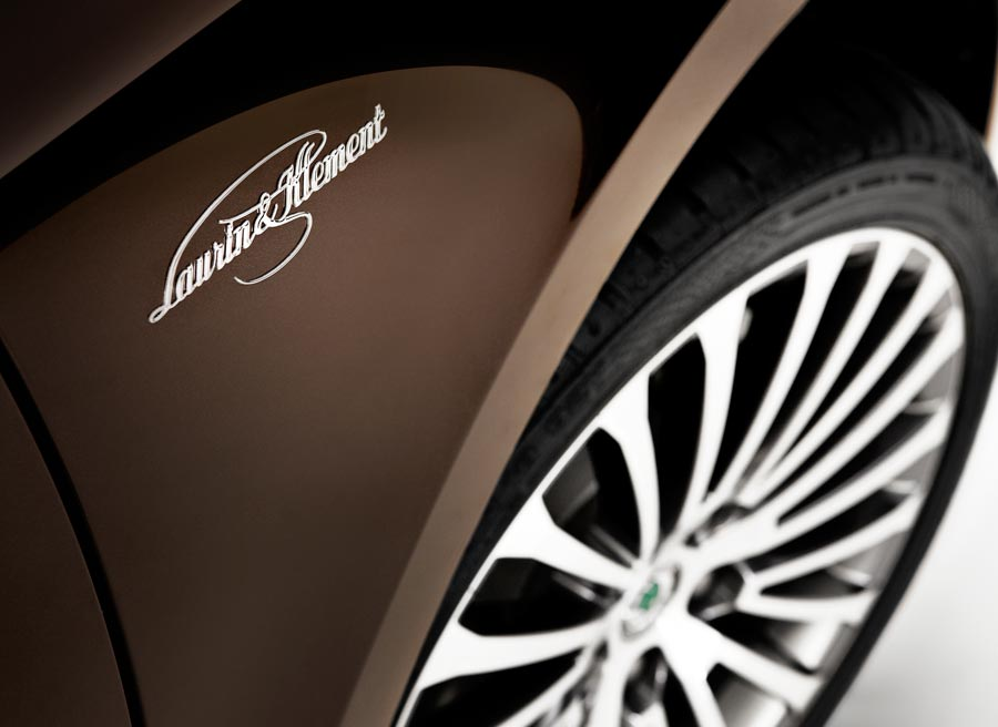 El logotipo L&K está presente en la carrocería de esta versión del Skoda Superb.
