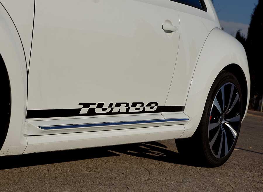 La inscripción en vinilo de la palabra Turbo es la seña de identidad del Beetle Turbo. Foto Jordi Villanueva.