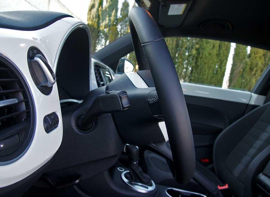 La ausencia de levas tras el volante es uno de los fallos más grandes del Beetle Turbo. Foto: Jordi Villanueva.