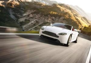 Los cambios técnicos y estéticos del nuevo Vantage V8 también se han aplicado a la versión Roadster.