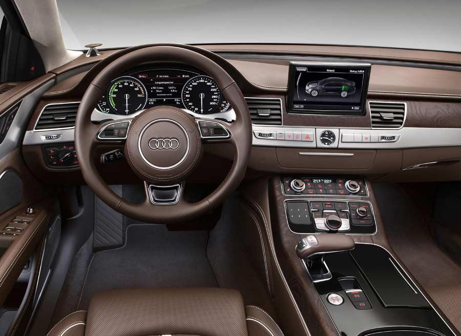 El interior de la versión híbrida del A8 es prácticamente idéntica a la del modelo convencional.