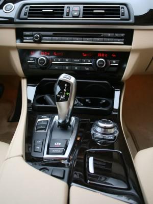 BMW Serie 5 520d, consola central