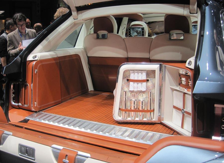 En el Bentley EXP 9 F podemos encontrar hasta ¡una cubertería!