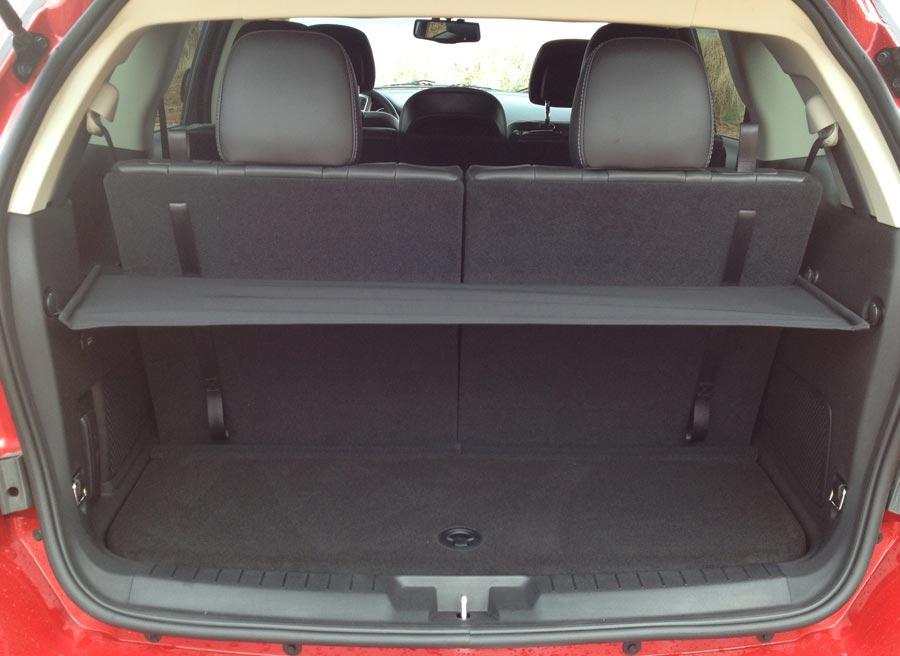 El maletero del Freemont tiene una capacidad de carga inicial de 145 litros.