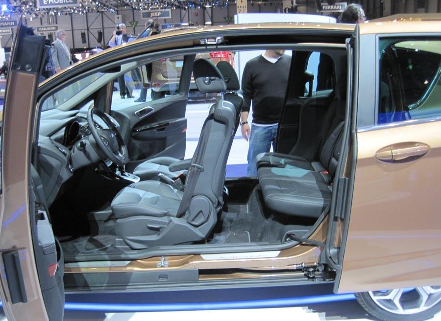 La ausencia de pilar B es la característica más llamativa del nuevo Ford B-Max.