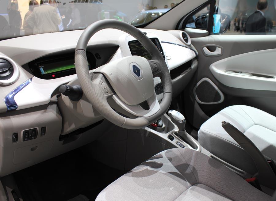 El interior del Renault Zoe no presenta muchas diferencias respecto al de un coche convencional.