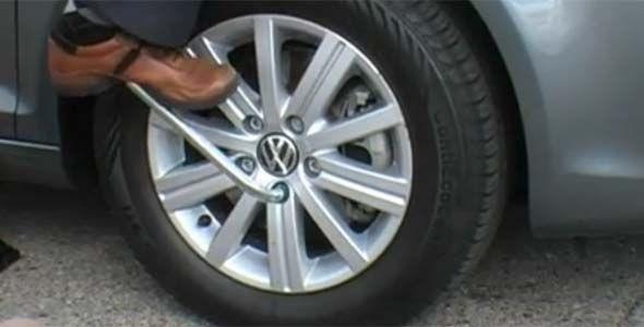 Uno de cada cuatro conductores no sabe cambiar una rueda pinchada
