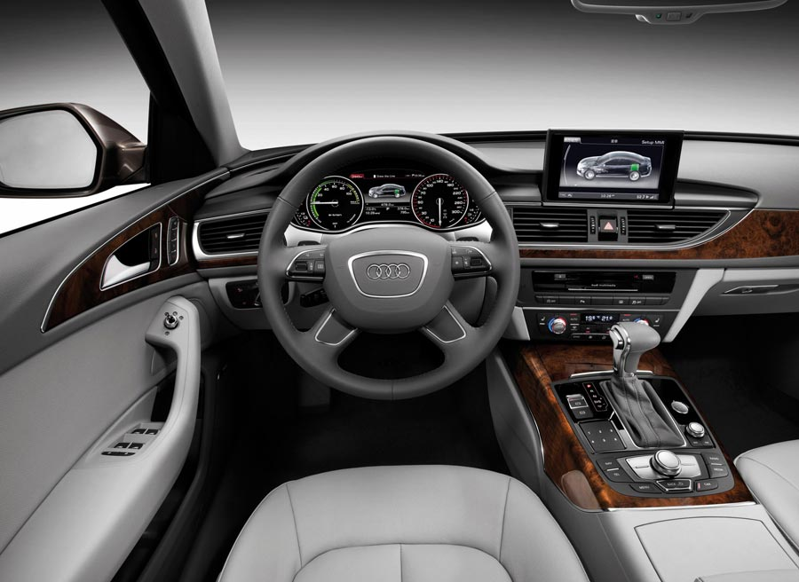 El interior del Audi A6 L e-tron presenta las variaciones lógicas de un híbrido respecto a un modelo convencional.