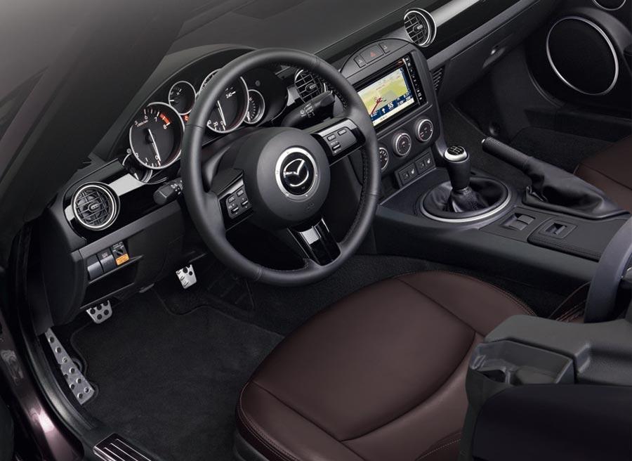 Más equipamiento y mejores materiales en el Mazda MX-5 Sport-Tech.