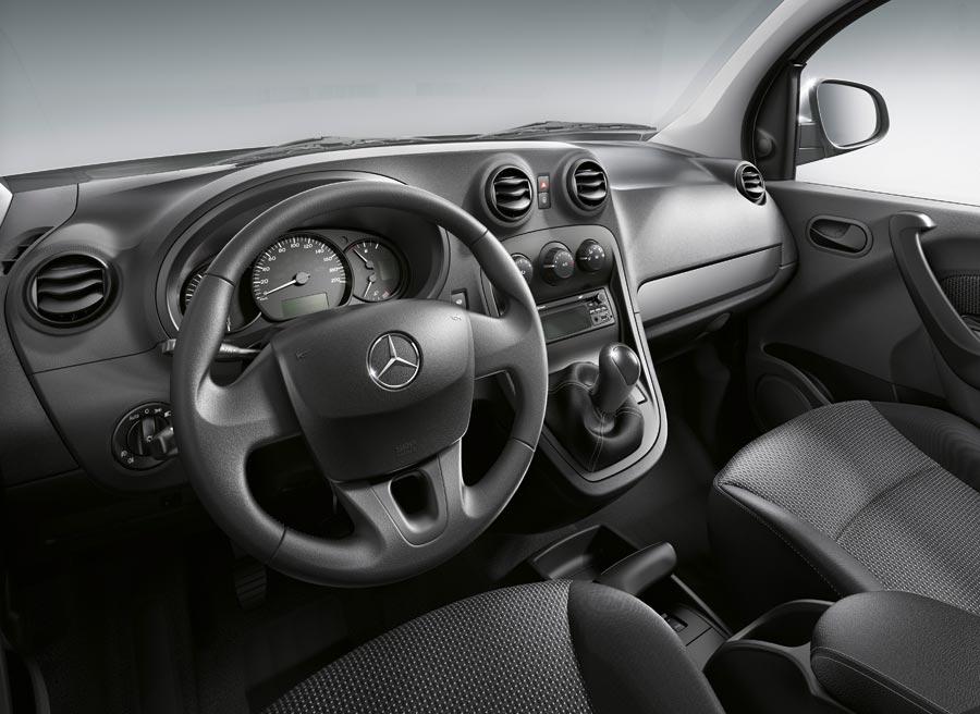 Así es el interior del Mercedes Citan, sobrio y funcional.