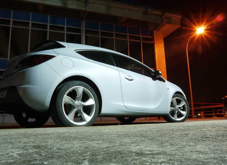 Opel Astra GTC 2.0 CDTi 165 CV,Velle, Rubén Fidalgo