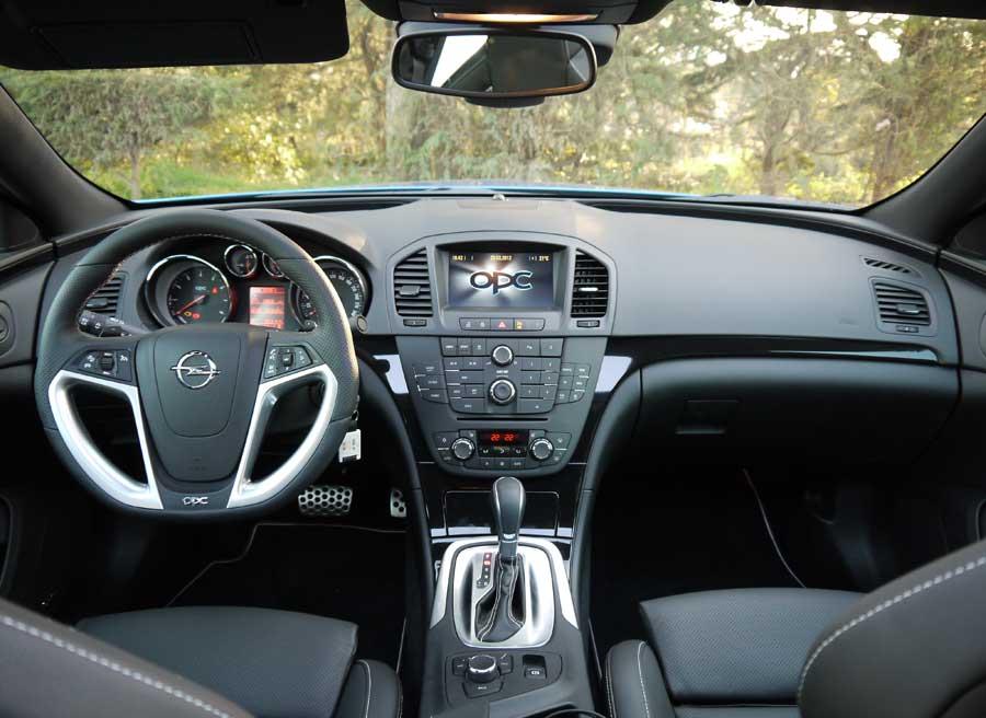 Prueba Opel Insignia OPC, salpicadero, Rubén Fidalgo