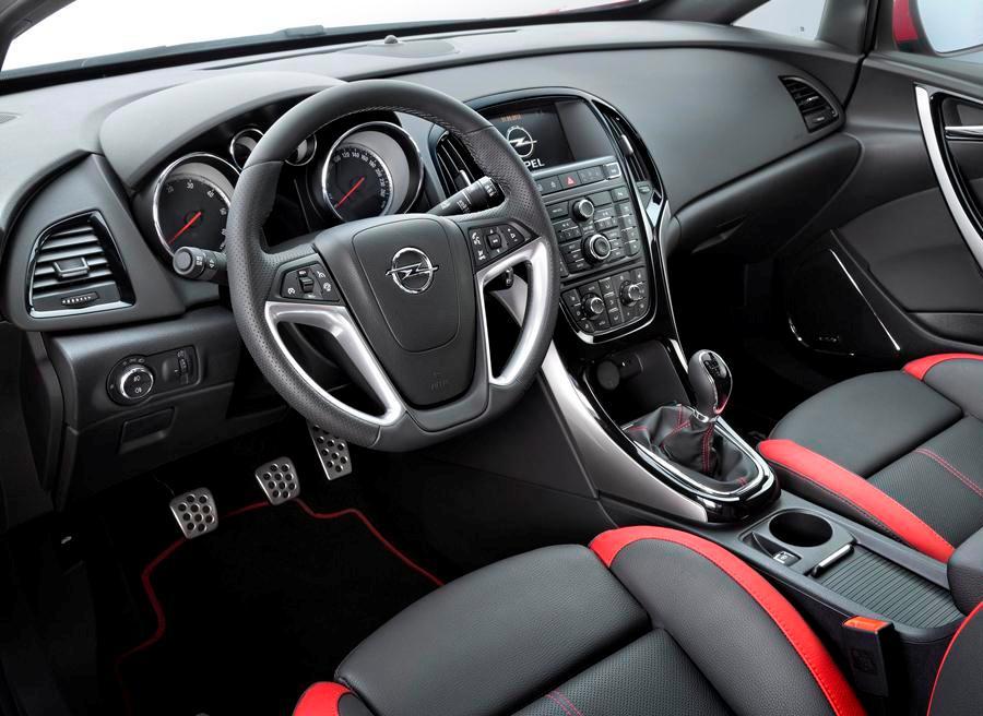 Opel incorpora un mayor equipamiento para el Astra.