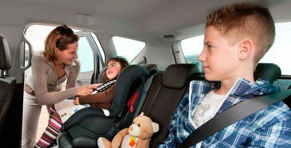 """Si no llevas """"sillita"""" infantil en el coche, pueden retirarte la tutela de tus hijos"""